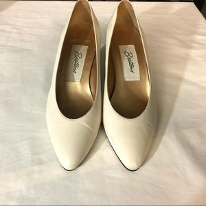 VINTAGE Almond Toe Cream Heels